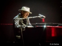 Paul Carrack on organ/keyboard