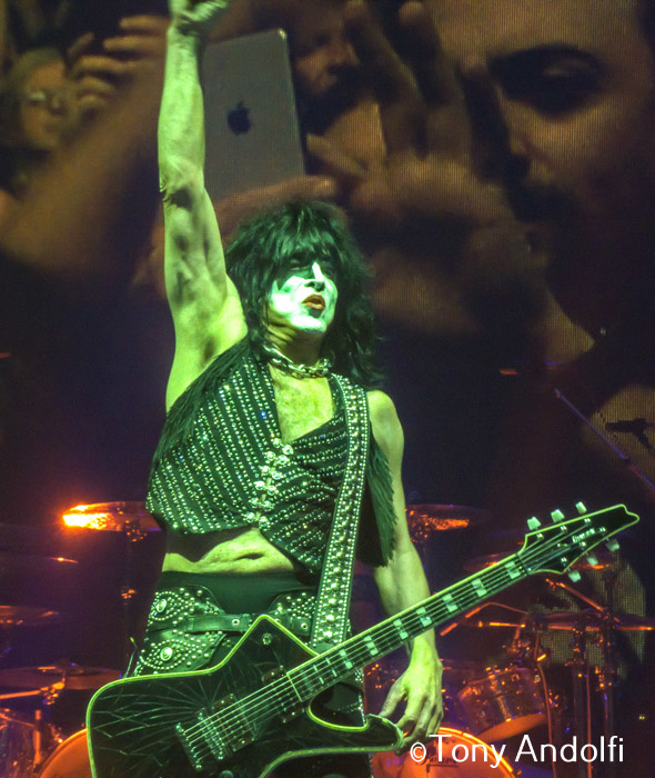 Kiss Madison Square Garden Bass Gene Simmons Guitar/singer PaulStanley Drums Eric Singer Lead Guitar Tommy Thayer